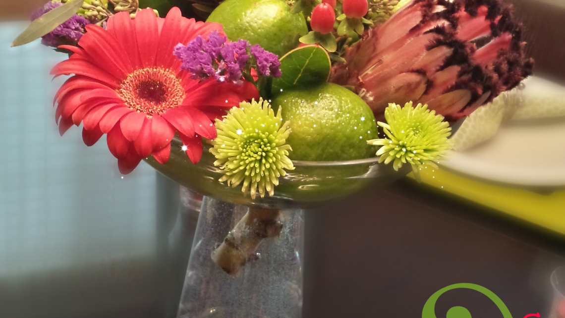 You CAN make a beautiful flower arrangement with that grocery store bouquet you just brought home with the milk. Here are some simple flower arrangement ideas