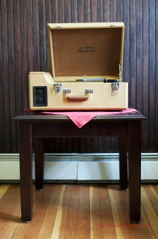 Wedding Decor Rentals Denver-retro record player